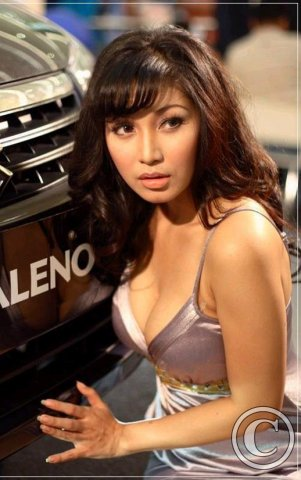 Asian-babe-with-hot-car-258